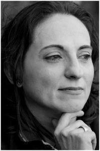 Nello sguardo, si riconosce sempre, l'attrazione magnetica dei sensi. ... di Silvana Fagone