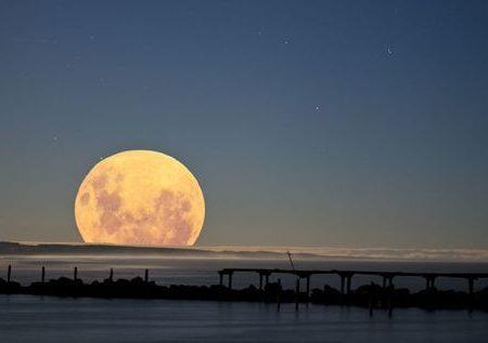 La Superluna che tanto super (e tanto rosa) non è